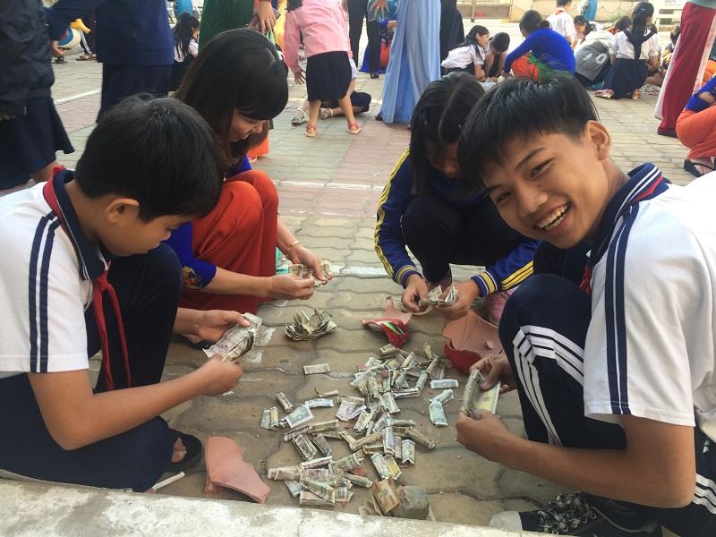 Ngày Hội Đập heo đất của trường TH Phú Hòa 3.