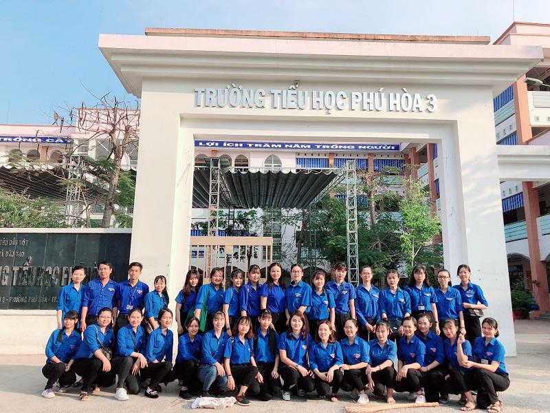 Tháng Thanh niên: Chi đoàn Phú Hòa 3 đã tổ chức buổi ra quân Tổng vệ sinh